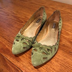 JOAN & DAVID green suede cut-out  flats. SIZE 8.5M